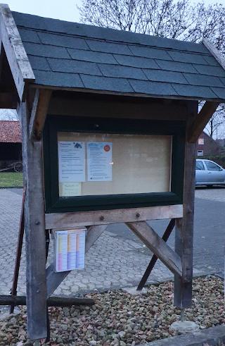 Infozettelkasten am Parkplatz